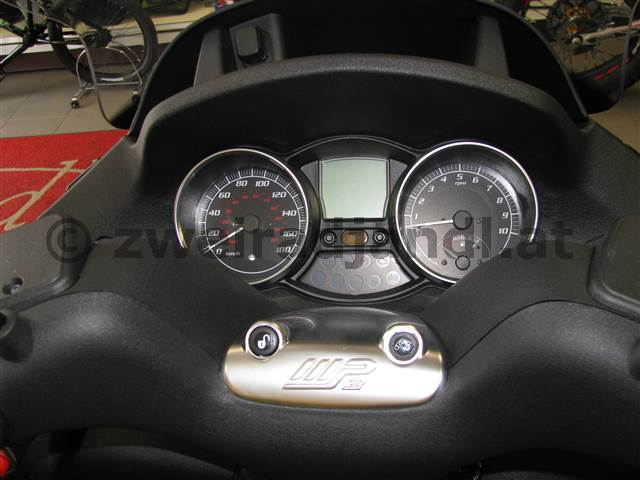 Peugeot Metropolis vs Piaggio MP3 (14)