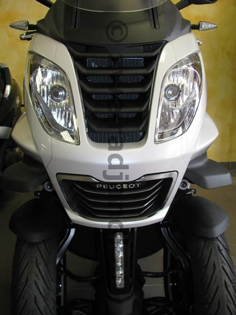 Peugeot Metropolis vs Piaggio MP3 (2)